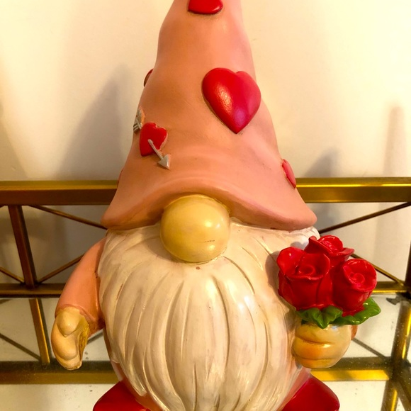 New HTF Valentine's Gnome Statue With Rose Bouquet